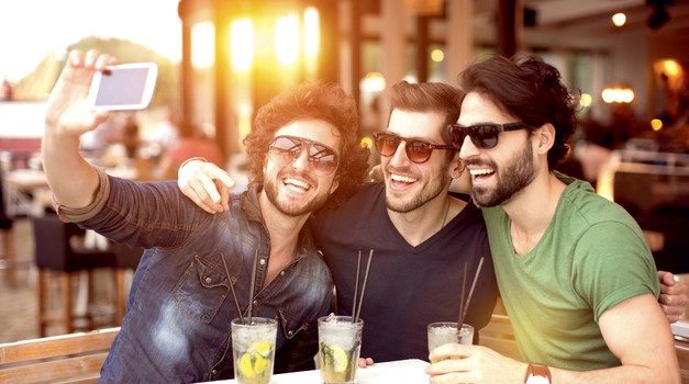 Zakaj fantje ne uporabljamo besedne zveze najboljši prijatelji? (foto: Getty Images)