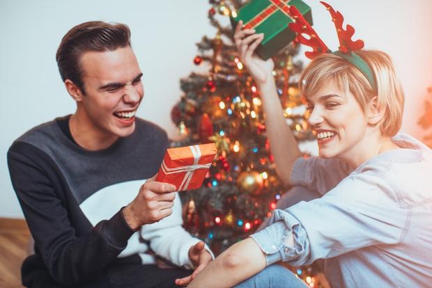 Izbiranje novoletnega darila za moškega je lahko res prava nočna mora, še posebej, če sta skupaj že vrsto let. A …