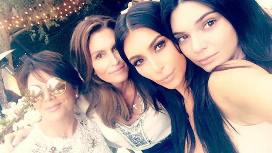 Vroče: Kaj pravijo lepotni kirurgi o lepotnih popravkih družine Kardashian? (foto: Owen Smith, Timothy White, Andres Overgaard/E!)