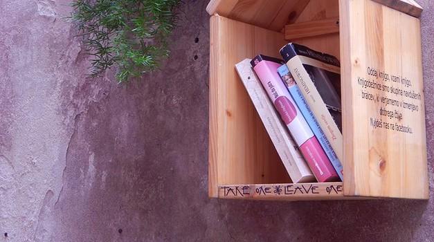 Pridi na izmenjevalnico knjig in modnih dodatkov, pa še pogovor o branju! (foto: facebook.com/groups/knjigobeznice)