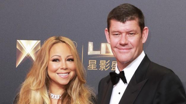 Vau, poglej novi zaročni prstan (in manikiro) Mariah Carey! (foto: Profimedia)