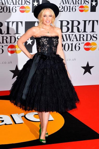 BRIT Awards 2016: Poglej, kaj so nosile svetovno znane zvezdnice (FOTO)