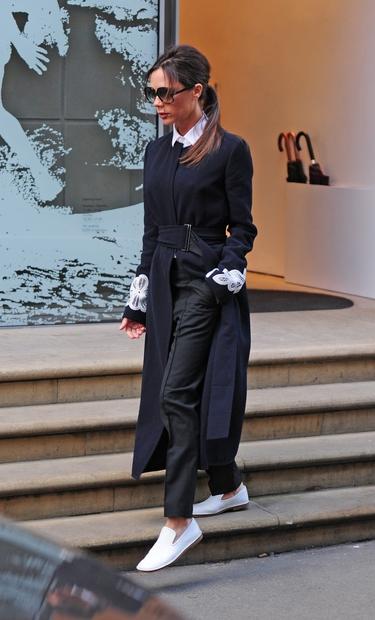 To je Victoria Beckham. Seveda to veš. Žena slavnega nekdanjega nogometaša Davida Beckhama in lastnica izjemno uspešne znamke oblačil. ki …