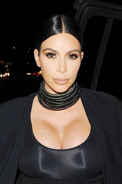 Ja, Kim Kardashian pač ne miruje. Če sta med njeno drugo nosečnostjo več pozornosti nase prevzeli njeni polsestri Kendall Jenner …