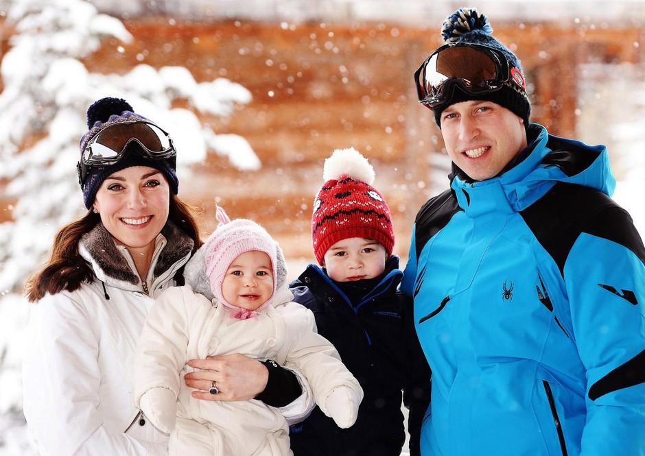Mali princ George si letos za božično darilo želi samo 1 stvar - Uganeš, kaj? (foto: Profimedia)
