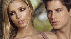 Kaj se skriva za nedolžnim srečanjem moškega s prelepo žensko?