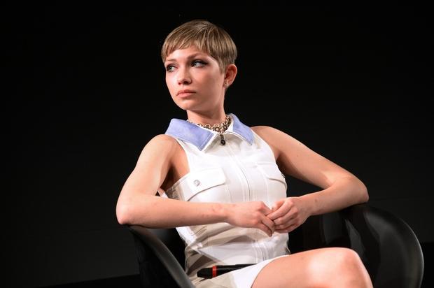 Tavi Gevinson: Njena pot do uspeha je neverjetna. Začela je kot 11-letna modna blogerka z blogom Style Rookie: http://www.thestylerookie.com Blog …