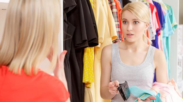 Kako prijateljico opozoriš, da ti dolguje denar? (foto: Profimedia)