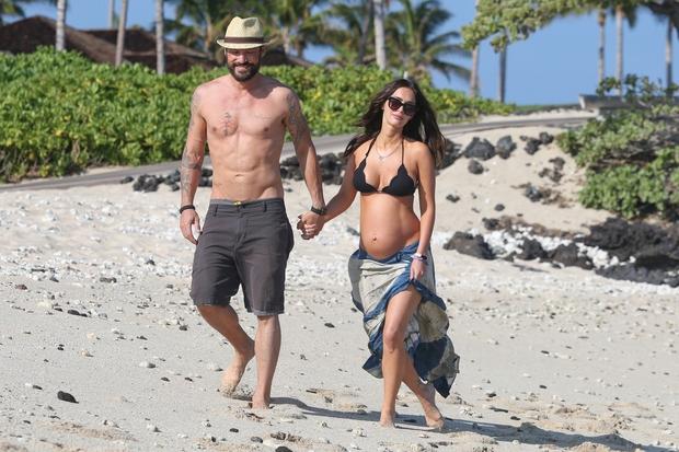 """Nekdanja zakonca sta se, še preden postane pri hiši še bolj veselo, odpravila na Havaje na tako imenovani """"babymoon"""", in …"""