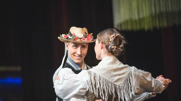 Kmalu: Folklorni spektakel maroltovcev (foto: Anže Mulec)