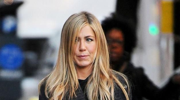 Jennifer Aniston ovita v žalost, umrla je njena mami Nancy Dow (foto: Profimedia)