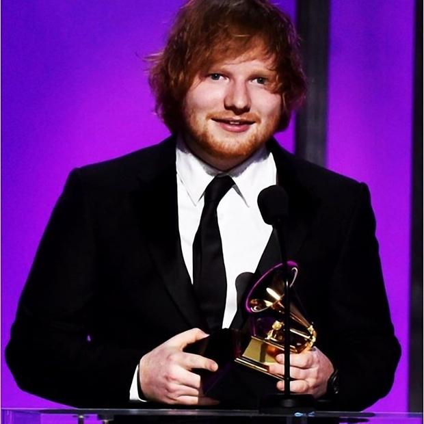 25-letni britanski pevec in avtor pesmi Ed Sheeran sicer ima starejšega brata, a niti ta mu ni tako podoben kot …