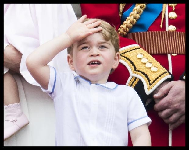 Princ George, ki bo kmalu praznoval tri leta, je vnesel posebno sonce v dneve kraljeve družine. Prav nič drugače pa …