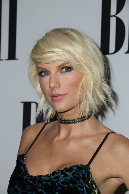 26-letna ameriška pevka Taylor Swift, ki je prejela kar deset grammyjev, se je zaradi prenove njenega stanovanja za 12 mesecev …
