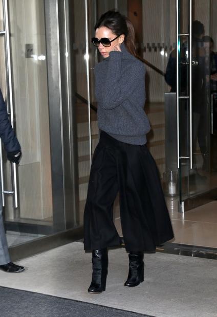 Victorie Beckham, mamice štirih otrok in uspešne modne oblikovalke, smo navajeni v črnem in sivem ter v bolj umirjenih tonih. …