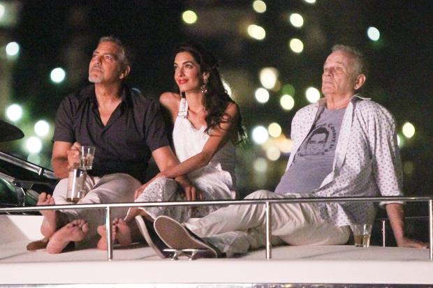 Igralec George Clooney je s svojo ženo Amal v Italiji praznoval 4. julij (dan ko v ZDA praznujejo dan neodvisnosti). …