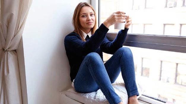 Ta blogerka je zaslovela s pisanjem o ponesrečenih zmenkih (foto: osebni arhiv, Caroline Owens, Shutterstock)