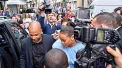 FOTO: Rihanna je v Parizu povzročila nevarno evforijo!