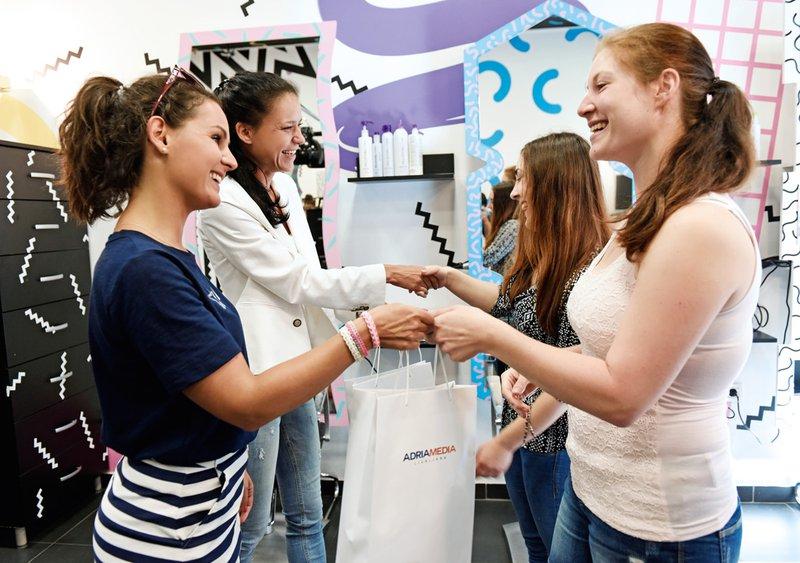 Sabina in Sanja sta prejeli paket izdelkov Nivea