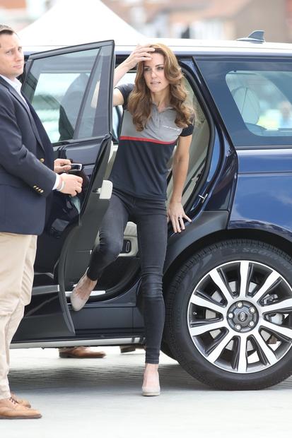 Vojvodinja Kate Middleton in princ William sta se ta teden udeležila jadralske tekme in za to priložnost je Kate smuknila …