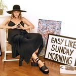 Oblačila: klobuk Lackofcolour, obleka Plein Sud, čevlji Top Shop, prstan H&M (foto: Luka Svetic)