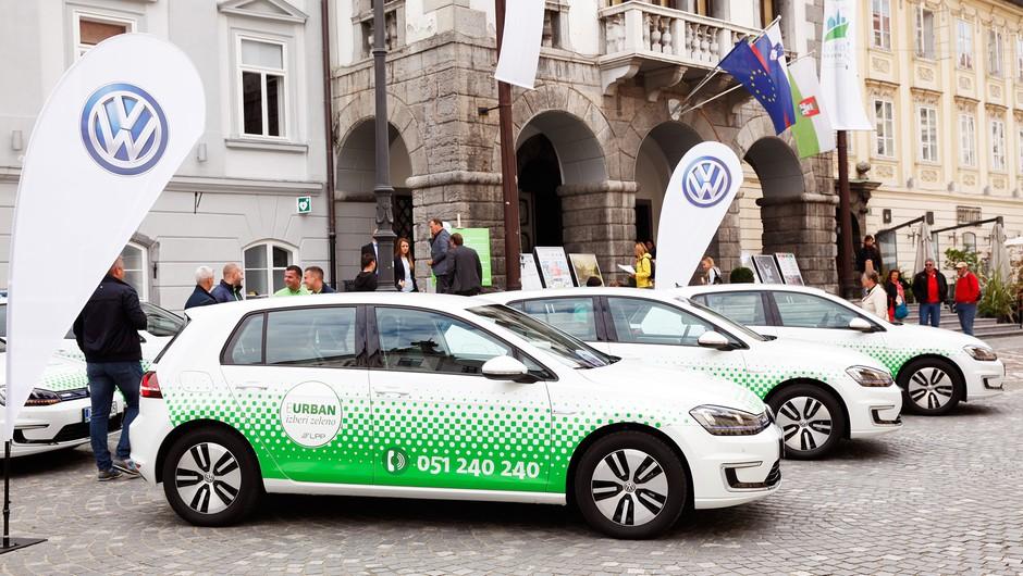 """Po Ljubljani odslej tudi s """"prevozom na klic"""" (foto: Helena Kermelj)"""