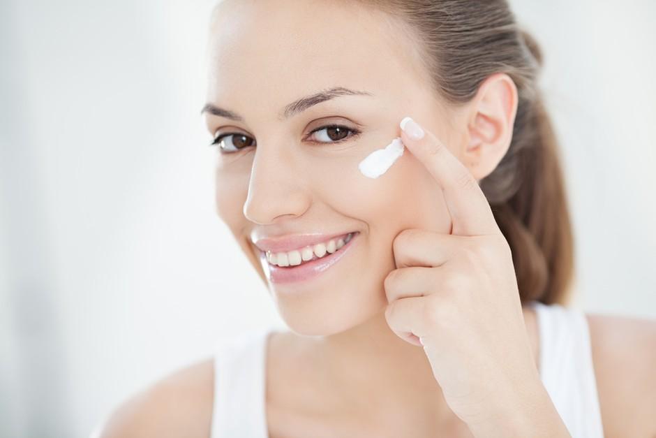 Prepreči pojav motečega maščobnega odseva na obrazu z novo hidro-podlago (foto: shutterstock)