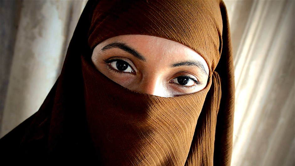 Kako gledamo na ženske, ki nosijo muslimanska oblačila? (foto: Profimedia)