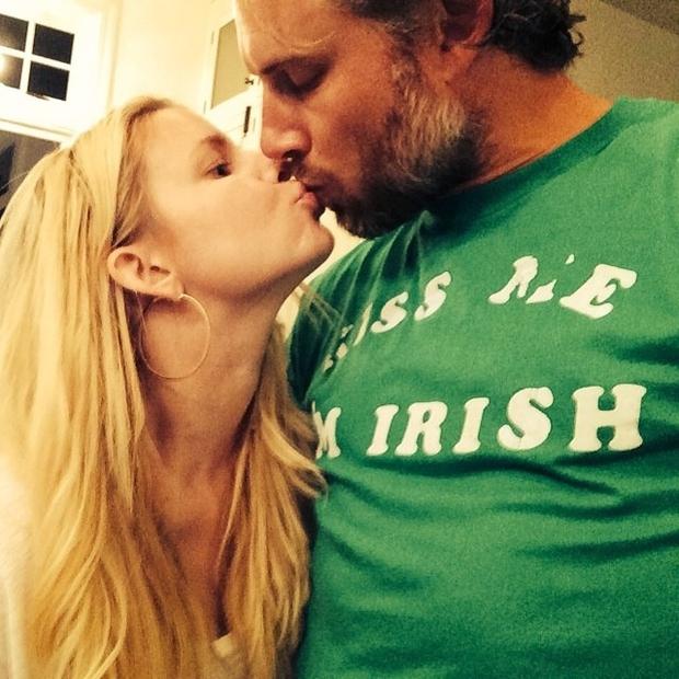 Jessica Simpson in Eric Johnson sta iz dneva v dan vse bolj zaljubljena ...