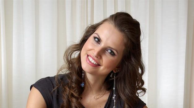 Nekdanja mis Sara Savnik zaradi tragične nesreče nikakor ne dobi redne zaposlitve