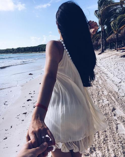 """Sanja je na svojem Instagramu objavila zgornjo fotografijo, pod njo pa zapisala: """"Rekla sem DA!"""" Kaj ni čudovit prstan? Sanja ..."""