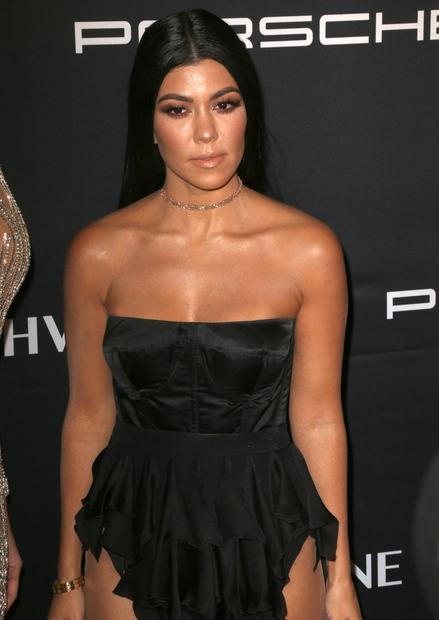 Kourtney se je v tem tednu skupaj s sestro Khloe in mamo Kris Jenner udeležila ameriškega dobrodelnega dogodka The Angel …