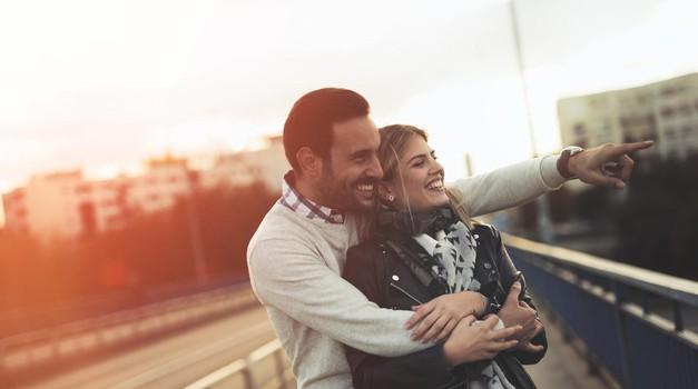 6 preprostih znakov, ki razkrivajo, da si mu RESNIČNO všeč (foto: Profimedia)