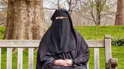 """""""Nekateri odzivi Slovencev so me razočarali"""" (resnično o tem, kaj pomeni biti ženska, ki nosi burko)"""