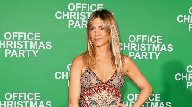 predvsem njen mož Justin Theroux, ki jo sprejema in ljubi takšno, kakršna je. (foto: Profimedia)
