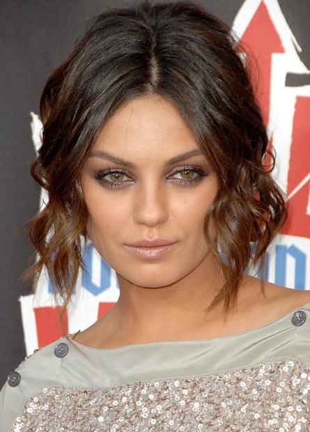 1| Mila Kunis Morda si opazila perfektno oblikovane obrvi in lepo, sijočo kožo te glamurozne igralke, njenih prefinjenih oči, ki ...
