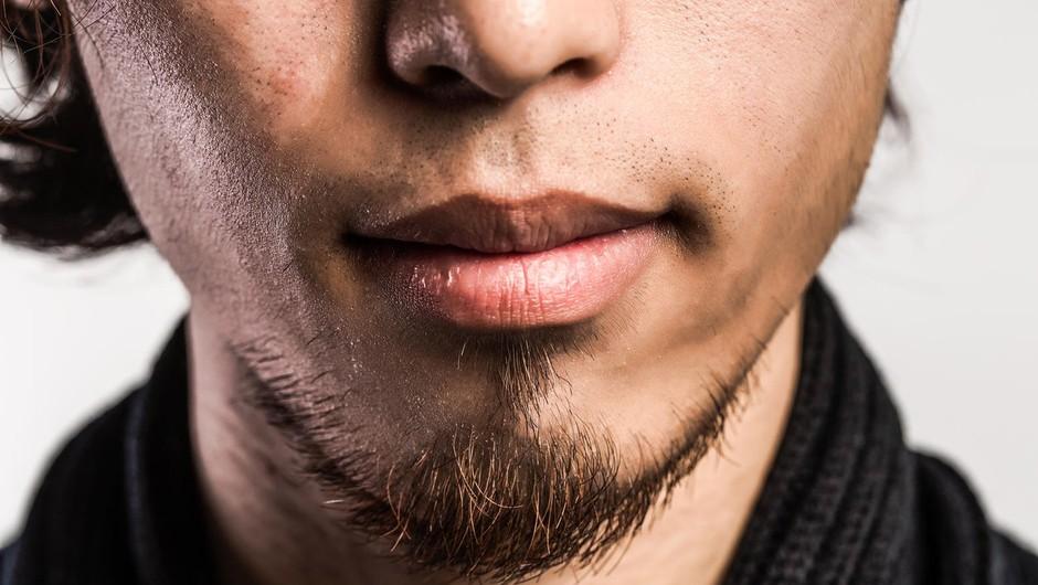 Kaj v resnici sporočajo njegove seksi ustnice? (foto: Profimedia)