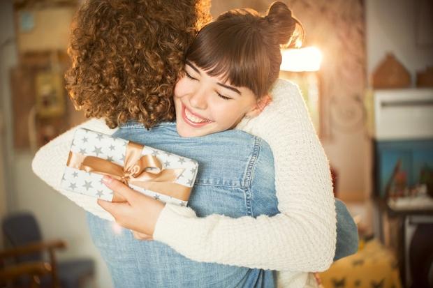 S klikom na gumb NAPREJ odkrij super ideje za darila za tvojo drago ...