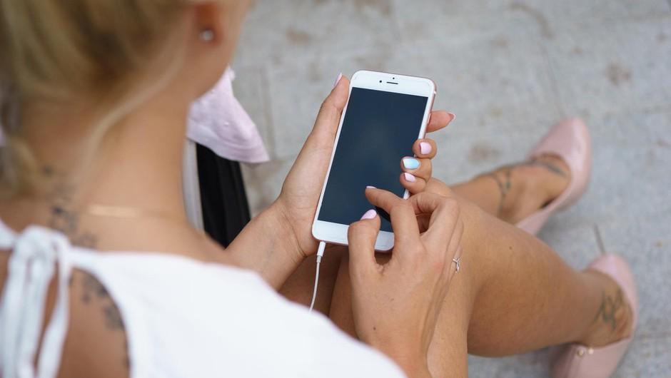 To so znaki, da moraš odložiti telefon in se več družiti (foto: Profimedia)