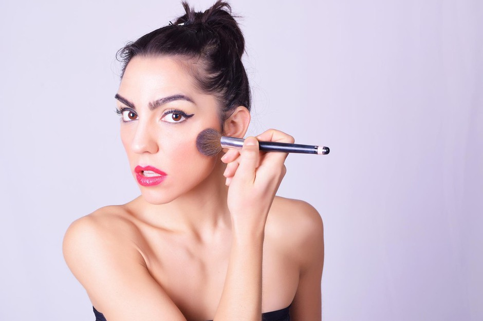 Ličenje: 5 make-up napak, ki te postarajo!