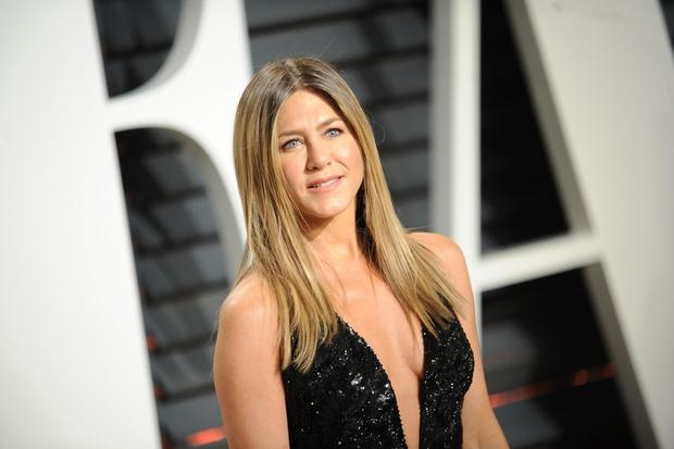 Jennifer Aniston Letos je igralka Jennifer Aniston (49) zaslužila že 19 milijonov dolarjev. Poleg igranja ji denar prinaša tudi nekaj …