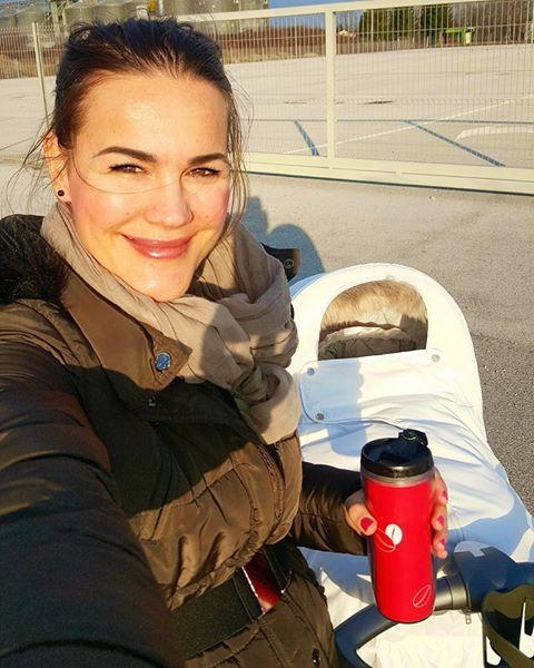 Prva hčerkica Rebeke Dremelj, Šajana, je dobila sestrico, ki so ji dali ime Sija. Na Instagramu in Facebooku je Rebeka ...
