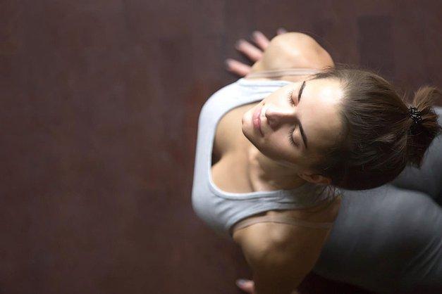 VIDEO: 15 min jutranja joga, ki bo tvoji utrujeni koži povrnila sijaj (foto: Profimedia)