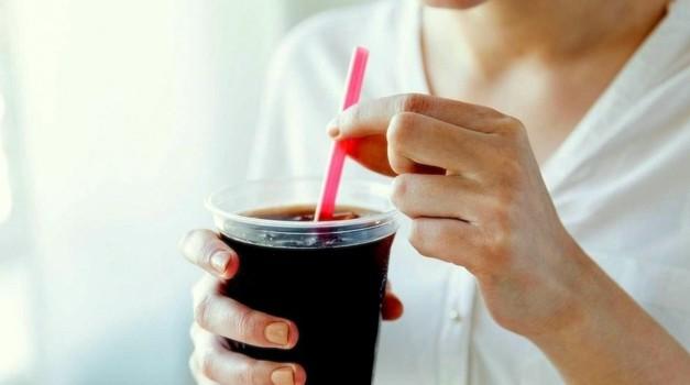 Svet je obnorela črna limonada, ki razstrupi telo in odstrani odvečne kg!