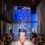 Gostje so z navdušenjem spremljali modno revijo (foto: Mass)