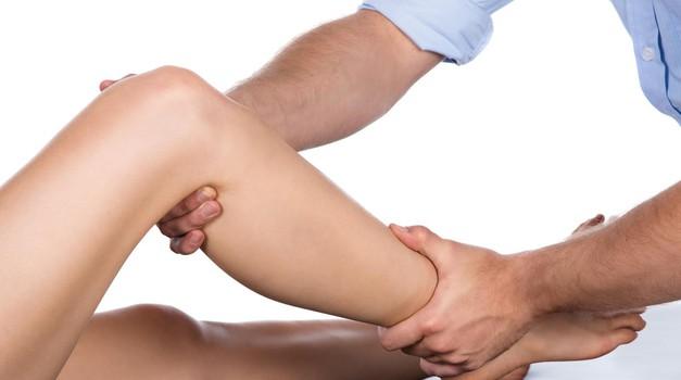Naši novinarki noge depilira fant, in to po metodi egipčanske kraljice! (foto: Profimedia)