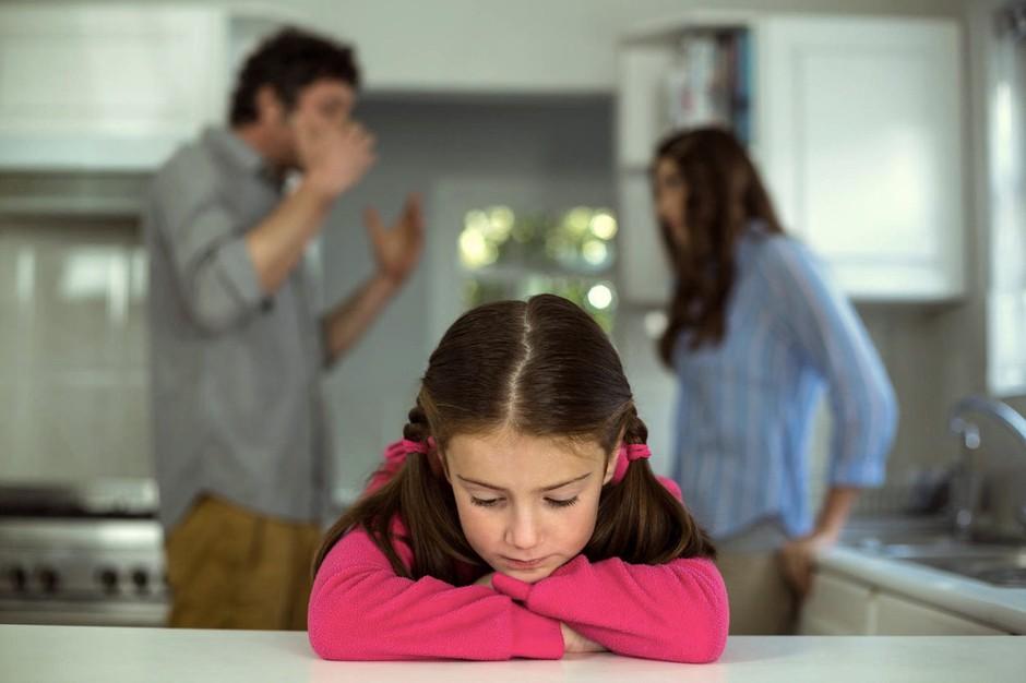 Čustveni svet otrok ob ločitvi staršev (piše zakonska in družinska terapevtka Alenka Lanz) (foto: Profimedia)