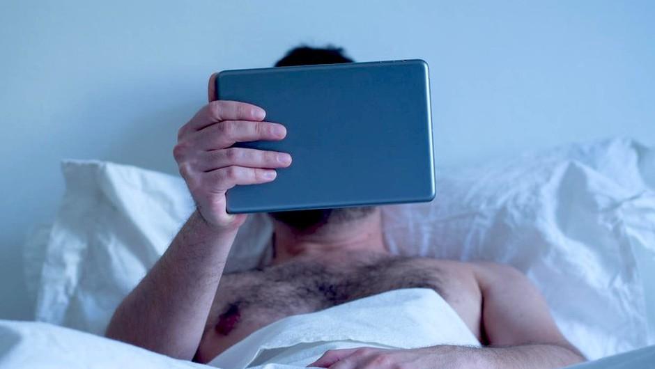 Pornografija - Zakaj jo nekateri non-stop gledajo (+ kdaj je to lahko VELIK problem)? (foto: Profimedia)