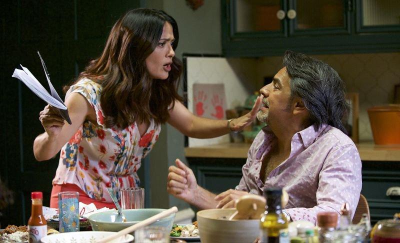 Eugenio Derbez kot Maximo in Salma Hayek kot Sara