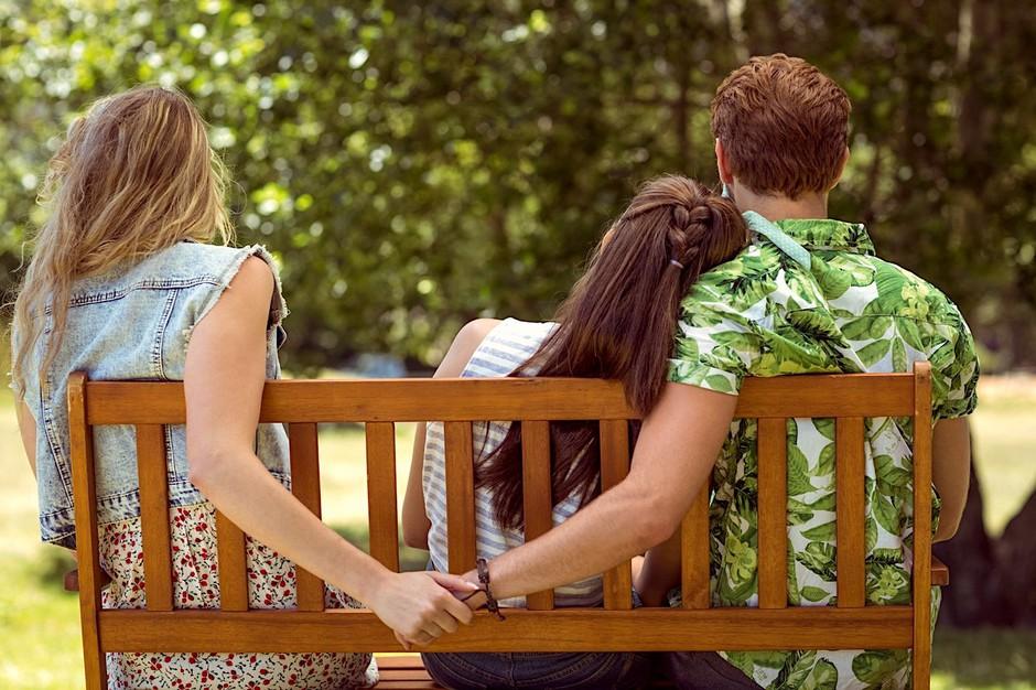 Zakaj moške v resni zvezi privlačijo DRUGE ženske? 6 najpogostejših razlogov (foto: Profimedia)